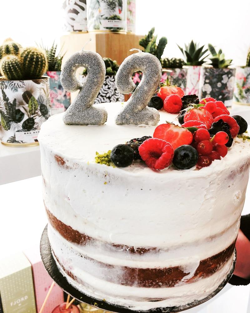 gâteau anniversaire sur mesure par uluwatu house